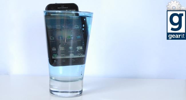 Motorola Defy plus in water