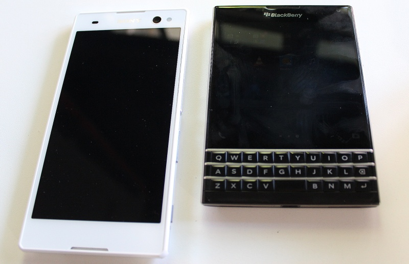 Blackberry Passport Sony Xperia C3 Comparison