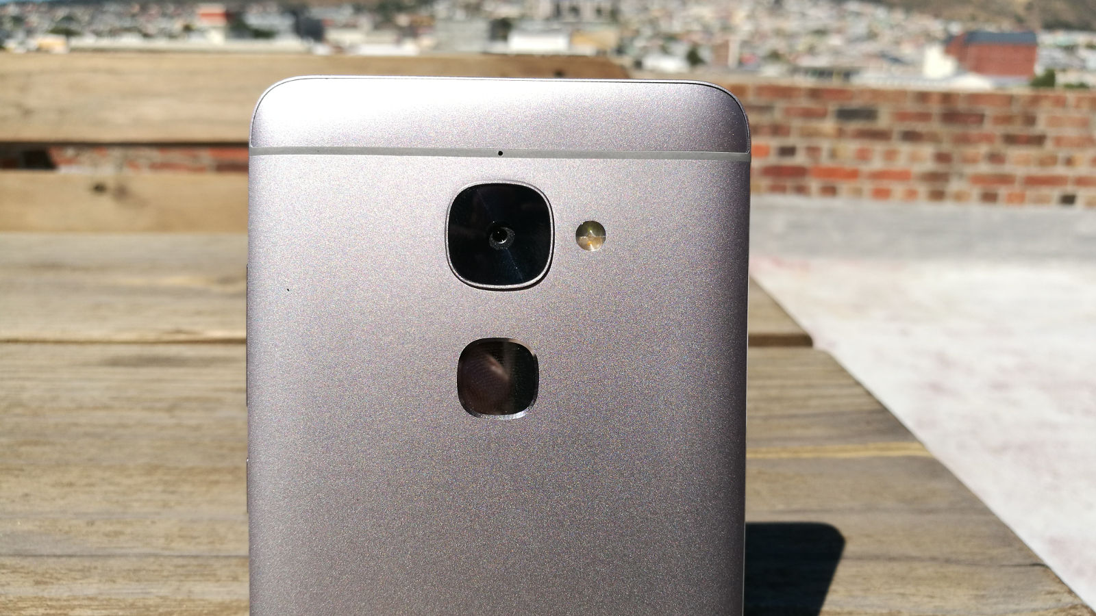 LeEco Le 2 review: it's a great phone but don't buy it