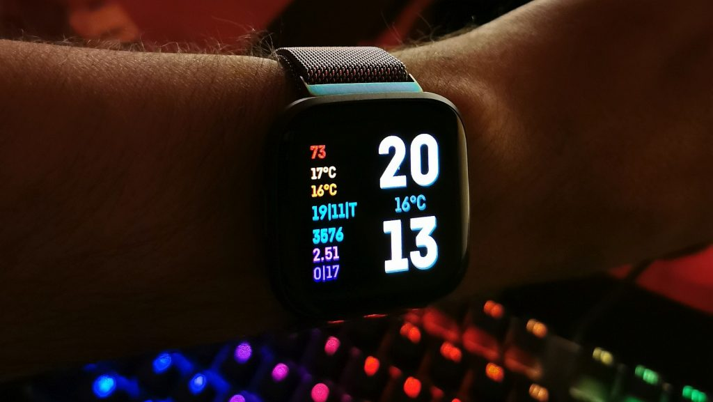 fitbit versa 2 free watch face
