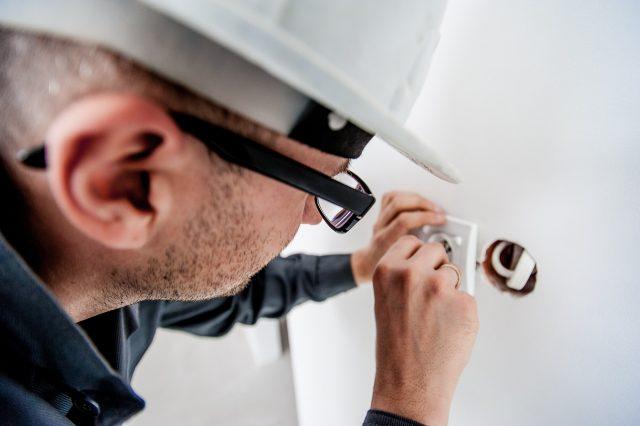 expert electrician ups