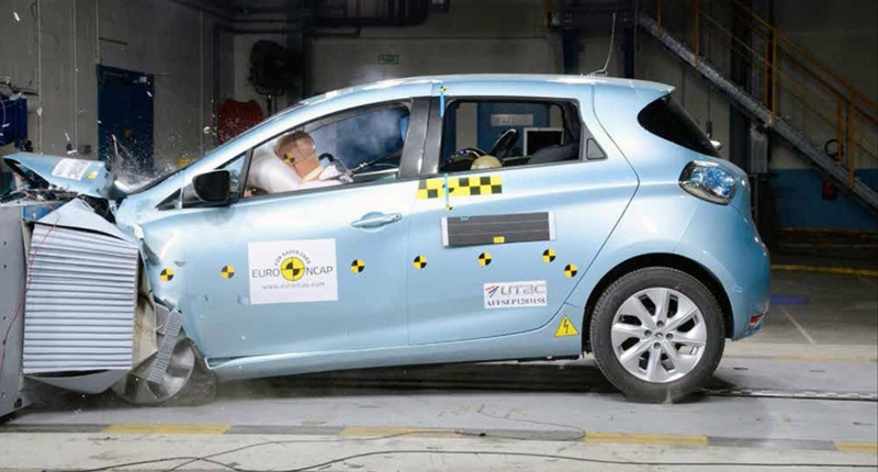 renault-ZOE-CRASH