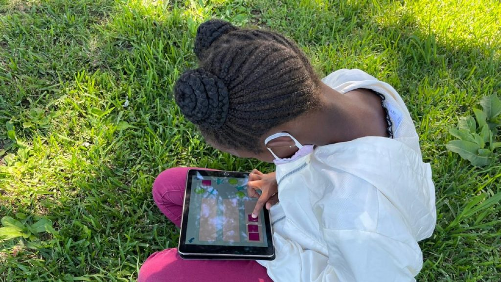 iSchoolAfrica ipads south africa school learners students initiative