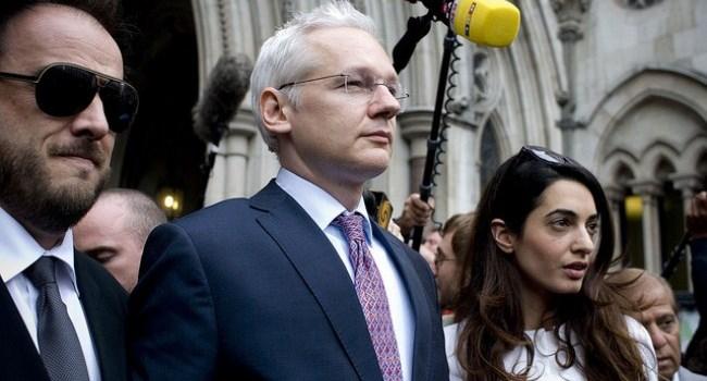 Julian Assange leaving Royal Court of Justice 13 July 2011